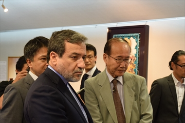 "Friendship fostered through Iran's ""lusterware"" Dr. Araghchi, Deputy Foreign Minister of Iran, visits Kobei Kato's workshop"