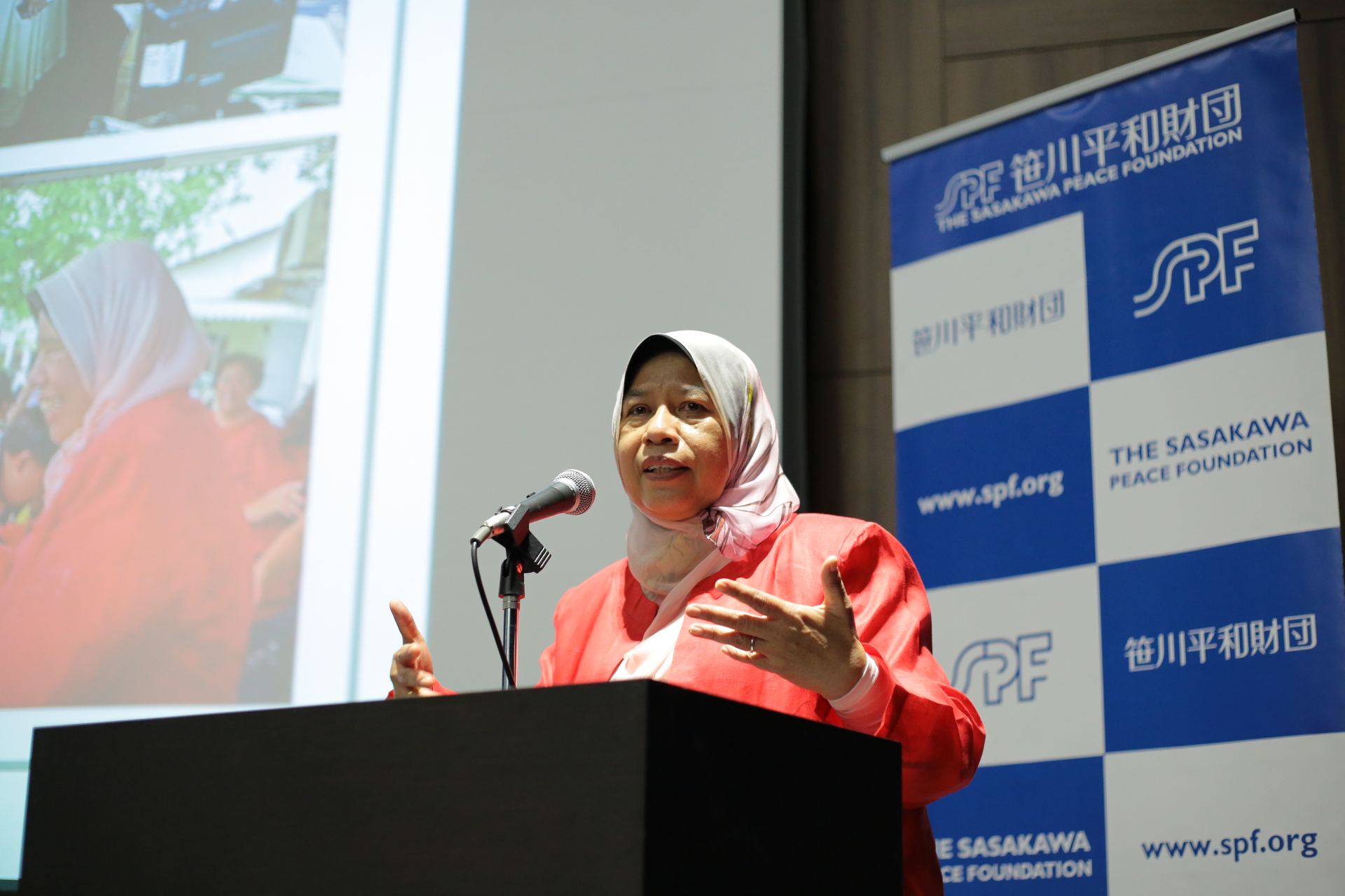 Malaysian Minister of Housing and Local Government Zuraida Kamaruddin discussing her political career