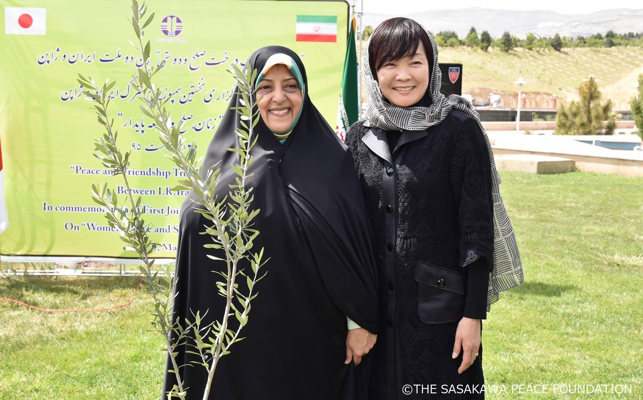 【事業報告】国際シンポジウム「平和と持続可能な開発における女性の役割」を開催いたしました 2016年5月9日開催  於イラン(テヘラン)