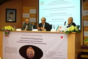 【事業報告】国際シンポジウム「日本―イラン関係の展望:変わりゆく社会と文化の視点から」を開催しました(3月6日 於テヘラン)