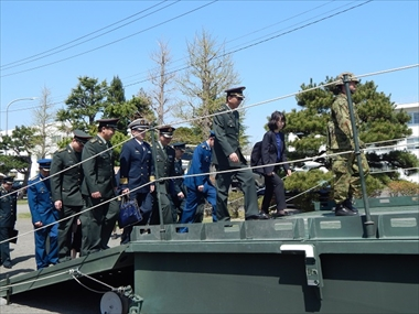 東日本大震災での活動と教訓は― 日中佐官級交流の訪問団 陸上自衛隊仙台駐屯地を視察