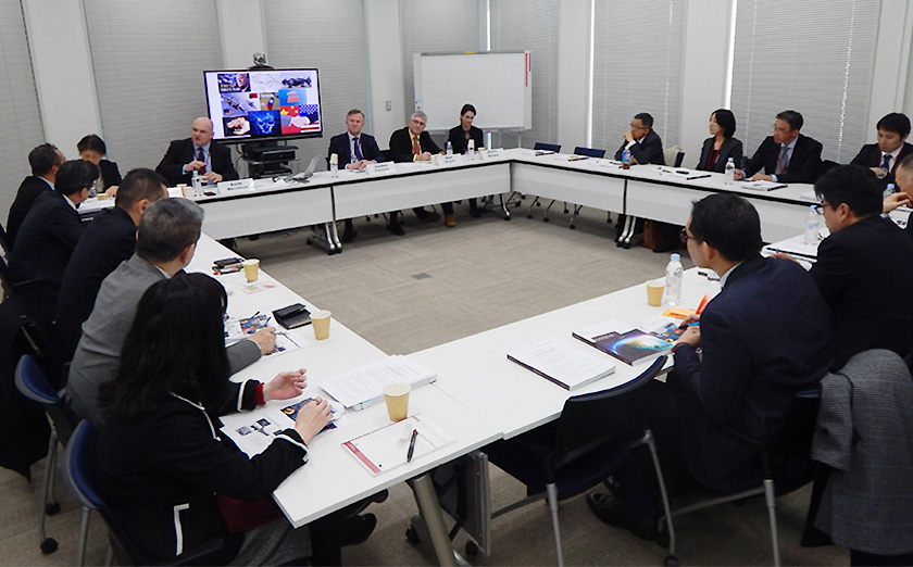 未来を知り今、新たな動きを生み出す:政策立案に資する戦略的展望に焦点 英国のDCDC関係者を招きワークショップ