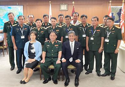 自衛隊の「即応体制」を視察<br />日越佐官級交流でベトナム人民軍代表団