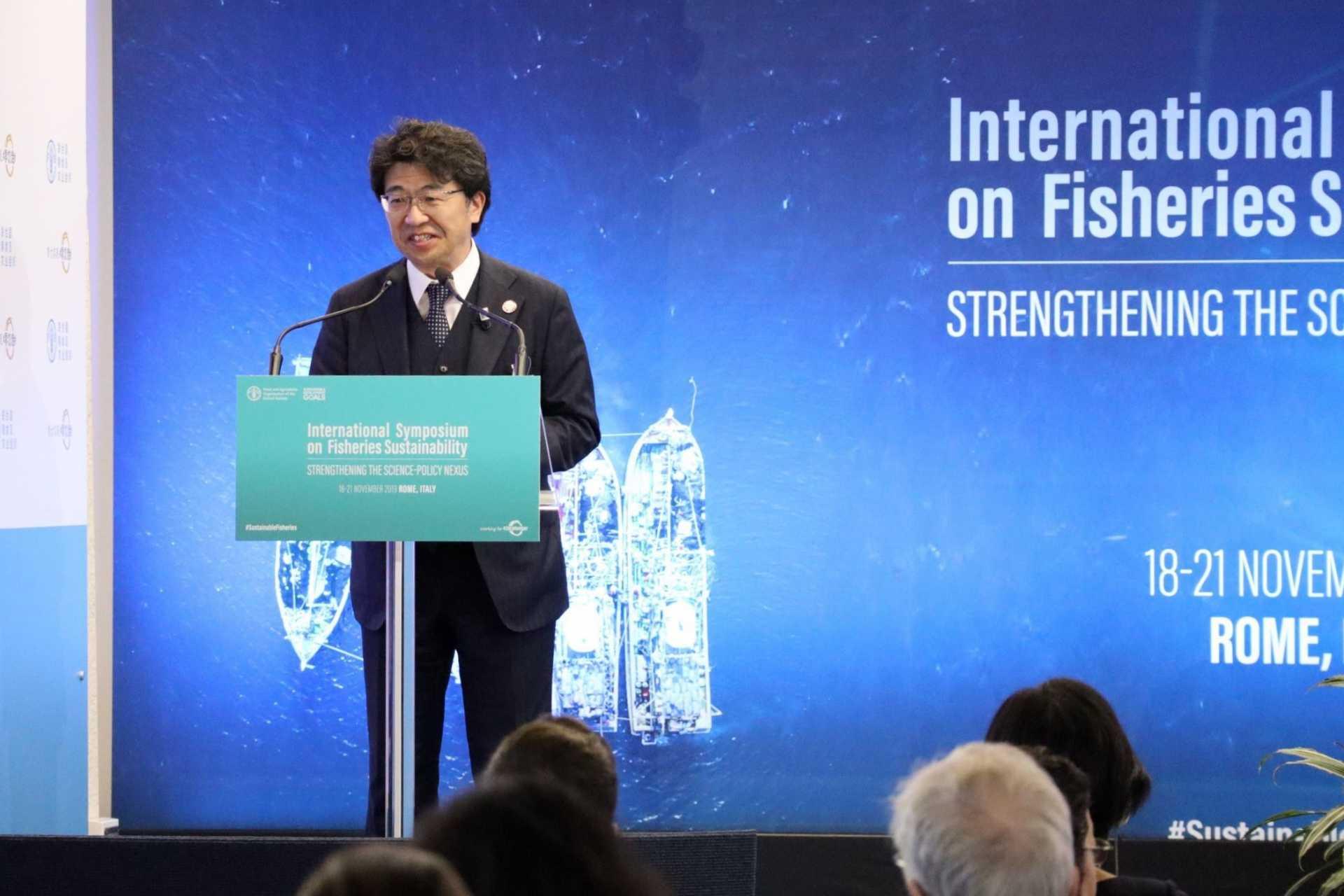 (代)「21世紀を見据えた漁業管理に関する政策の可能性」セッションにおいて開会の辞を述べる角南所長