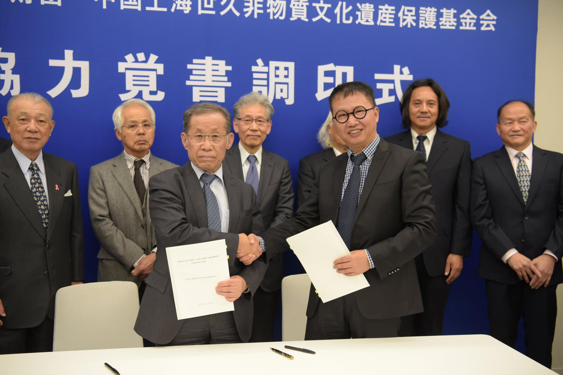(左)大野修一理事長、陳学栄代表