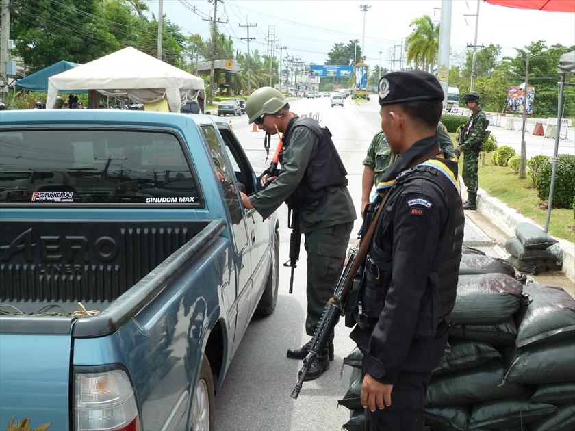 タイ深南部の幹線道路には、いたる所に検問所が設けられている