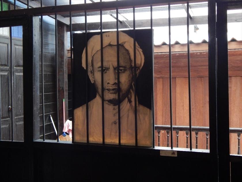 「パタニ」の人々から、今も英雄と仰がれているハジ・スロンの肖像画