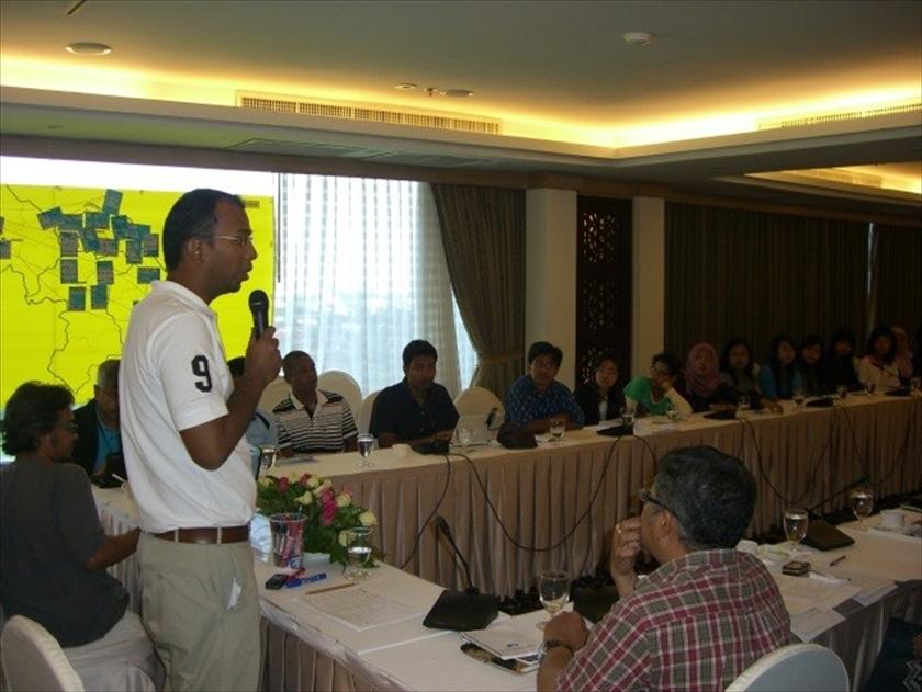 2009年12月、コミュニティメディアの関係者を集め、 「ピース・メディア・ネットワーク」をめぐり議論した