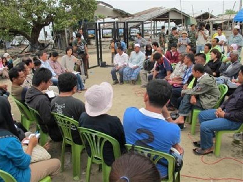 2010年10月、笹川平和財団の支援でディープ・サウス・ ウォッチがパッタニーで開催した、政府首脳と住民との対話集会