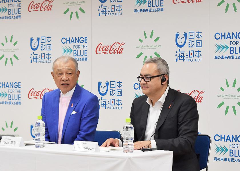 (写真)会見を行う日本財団会長(笹川平和財団名誉会長)の笹川陽平(左)とホルヘ・ガルドゥニョ代表取締役社長(右)