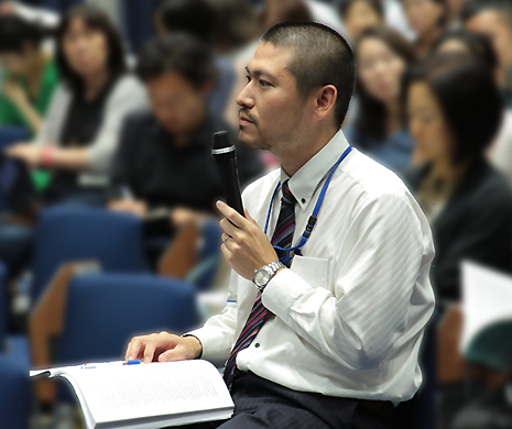 (キャプション)発言する斉藤氏。質疑応答では多数の質問が寄せられた