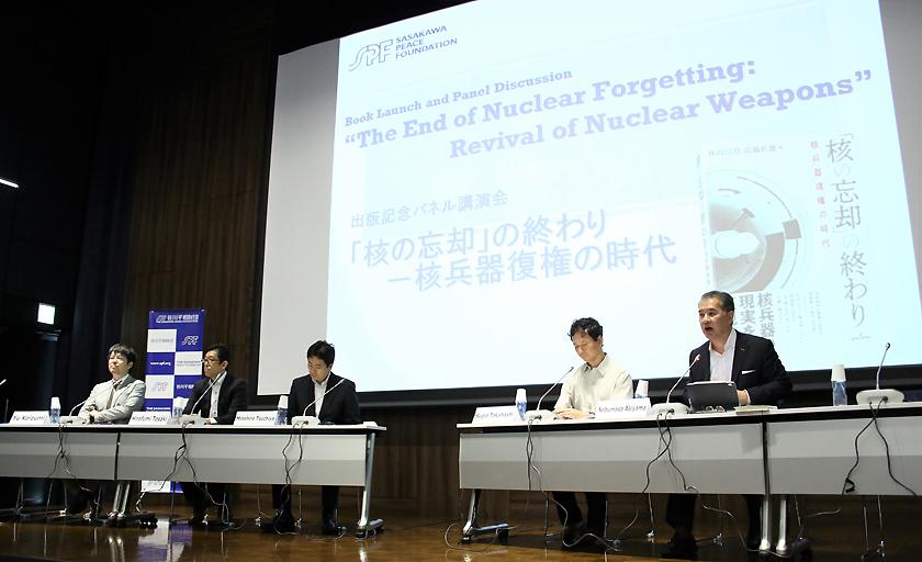 (キャプション)パネル講演会第1部に登壇した秋山、高橋、土屋、戸崎、小泉の各氏(写真右から)