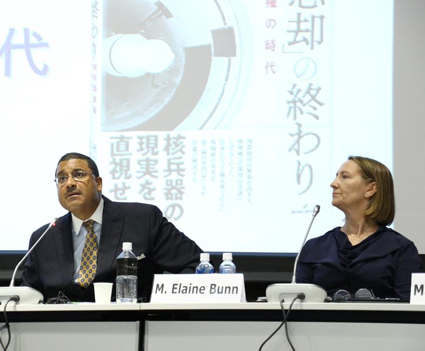 (キャプション)米国の核戦略などについて語るバン、ローズ両氏(写真右から)