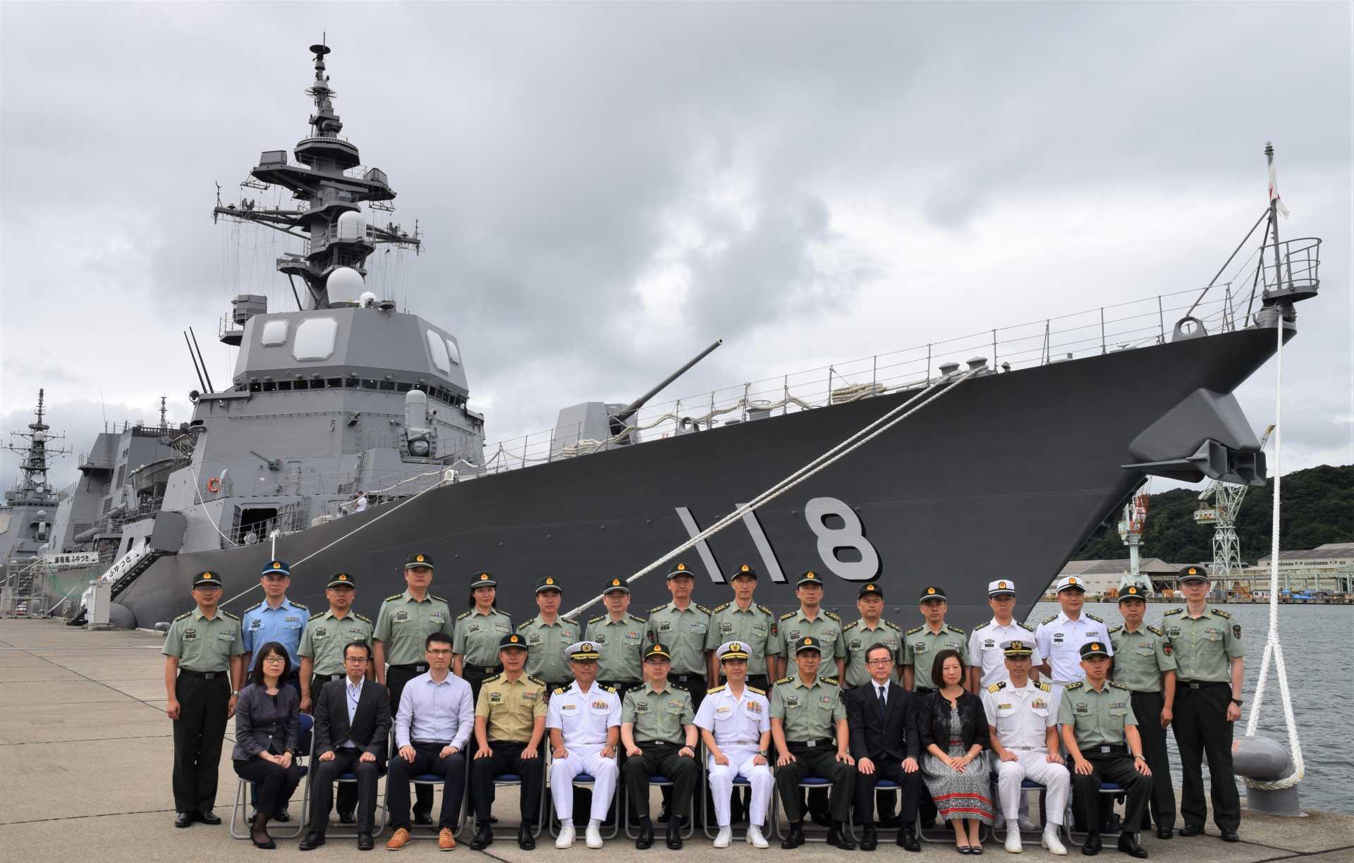 海上自衛隊舞鶴地方隊の視察では、護衛艦「ふゆづき」に乗艦した