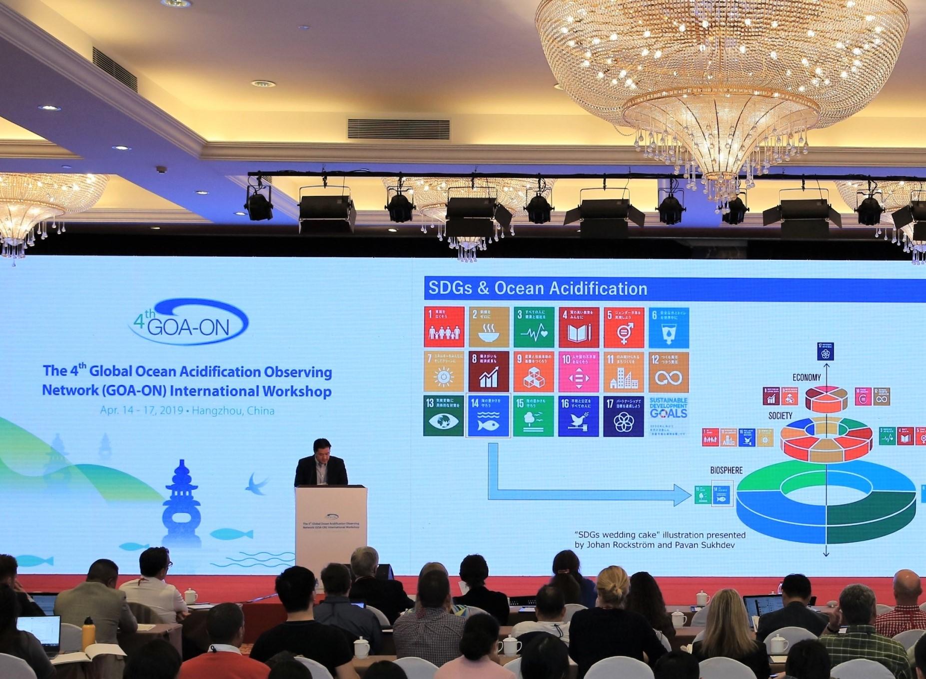 (キャプション)海洋酸性化に関する国際ワークショップでの発表の様子(2019年4月)