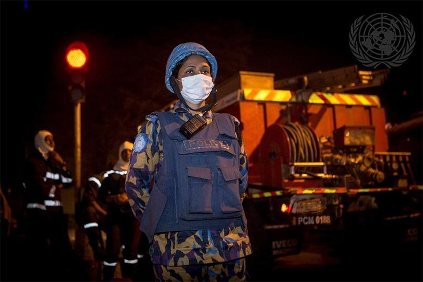 UN Photo/Harandane Dicko COVID-19の感染拡大を受け、マリのバマコではMINUSMAが現地当局と共同で除染作業を行った (2020)