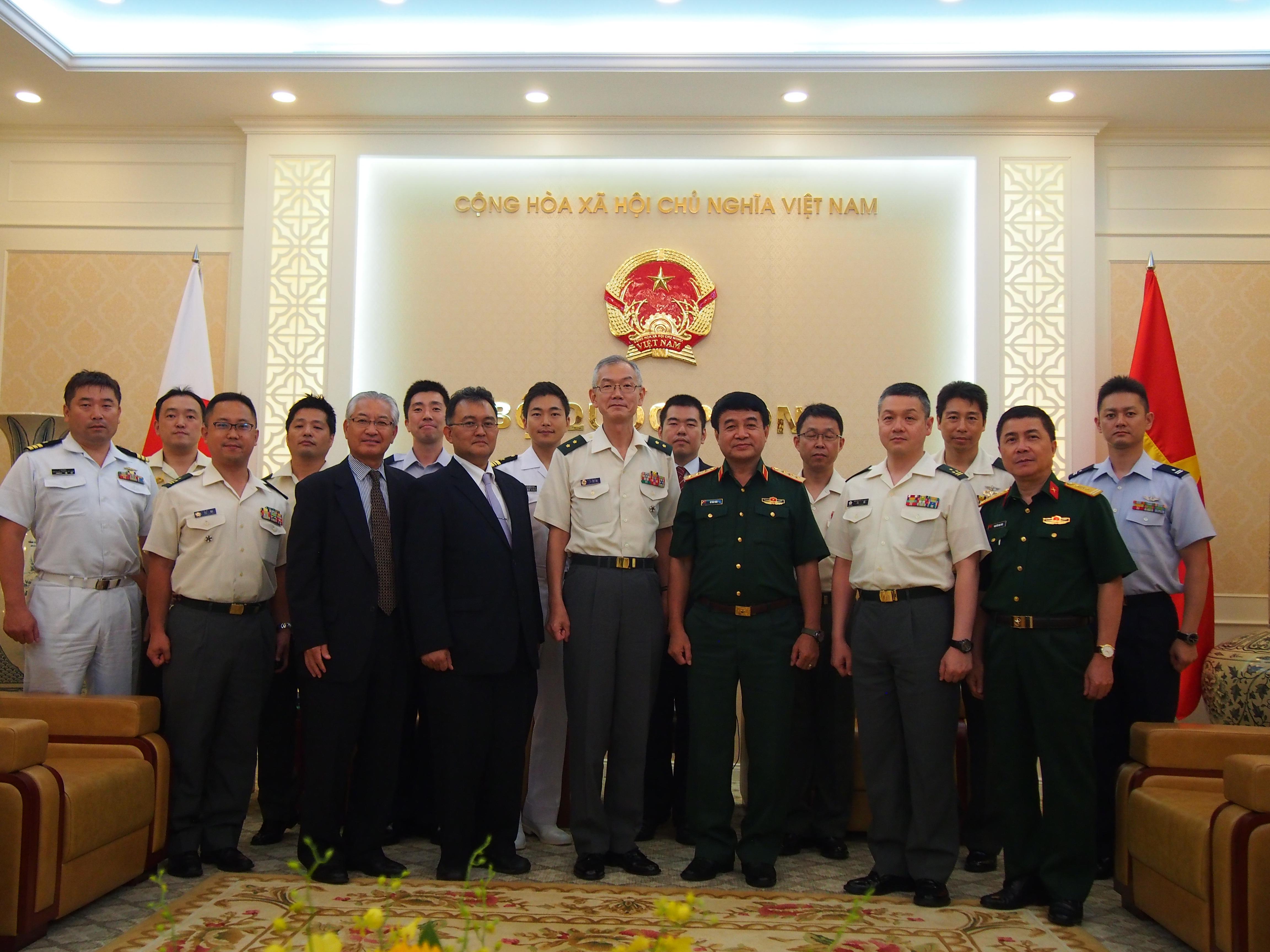 06274_ベトナム人民軍副総参謀長表敬2.JPG